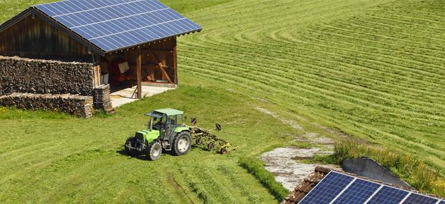 Fotovoltaico, il Tar del Lazio ritiene fondata l'illegittimità delle norme che rimodulano gli incentivi retroattivamente